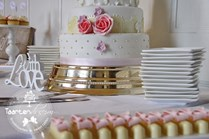 Sweet table pink gold met candybar, chocolaterie, cupcakes I Do en soesjes