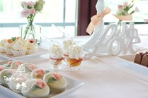 Sweet table zalm china style met bruidstaart, chocolaterie, schuimgebak en cupcakes